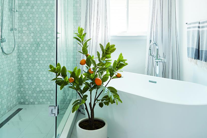 Bezpečnostní tanec: koupelna vyvážená klasickými atrendy designovými prvky